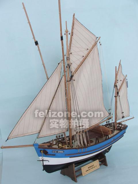 船体部分提供了基础架构和木条,这样做出来的船体更能体现古典帆船的